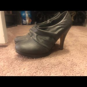 Women's ankle booties size 10